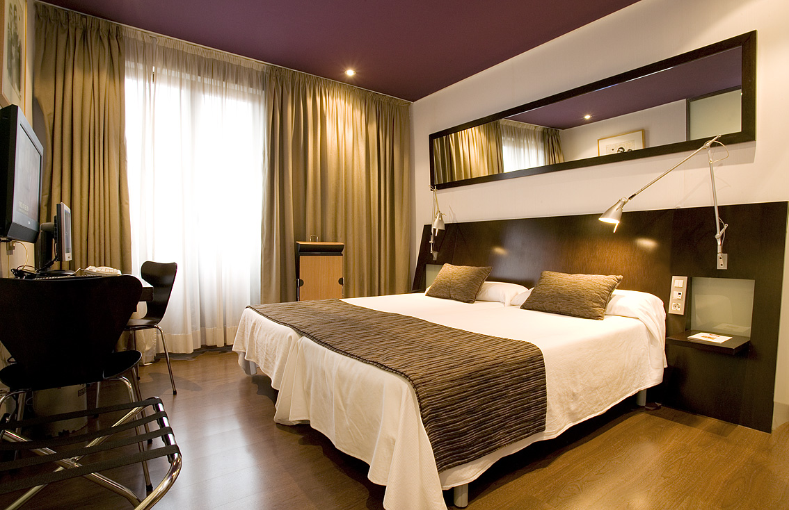 C mo ahorrar energ a en hoteles greendok for Amueblar habitacion matrimonio